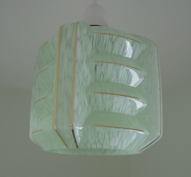 Art Deco 1930s Vintage Green Flake Glass Lampshade With Corner Fins And Gilt Trim By Day Glass Light Shades Vintage Green Vintage Lamps