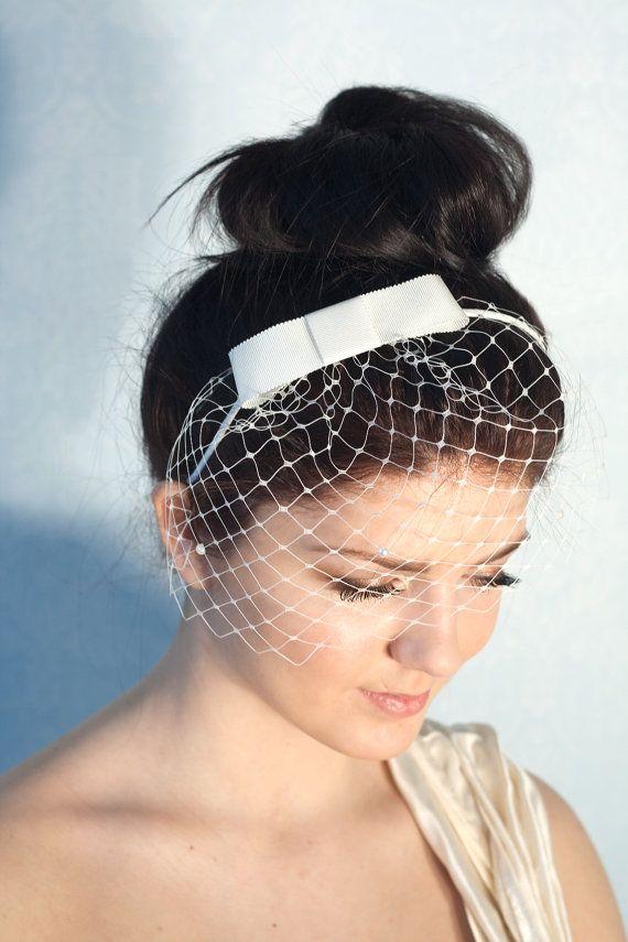 Braut Bogen Haarreif mit weiss Birdcage von BeChicAccessories