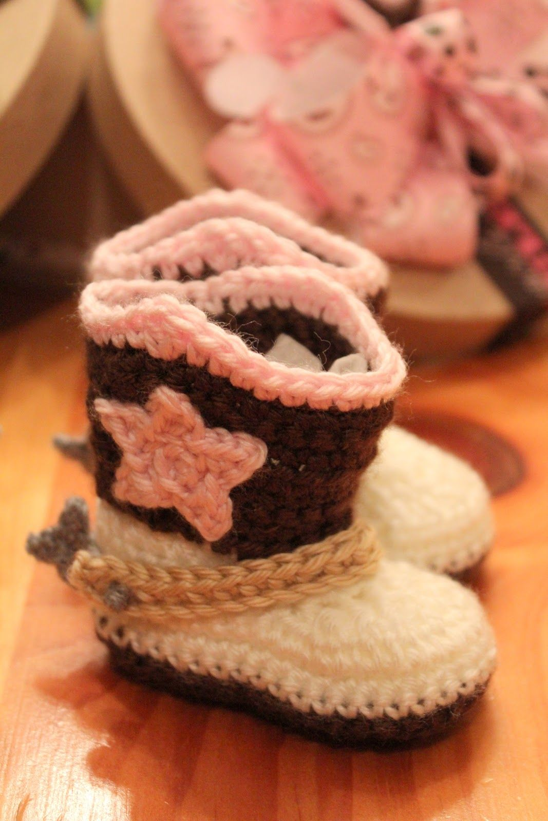 The Lovely Crow and found on Ravelry. She has the cutest patterns on. The  Lovely Crow Patt Crochet Baby Booties ... 2299c4579187