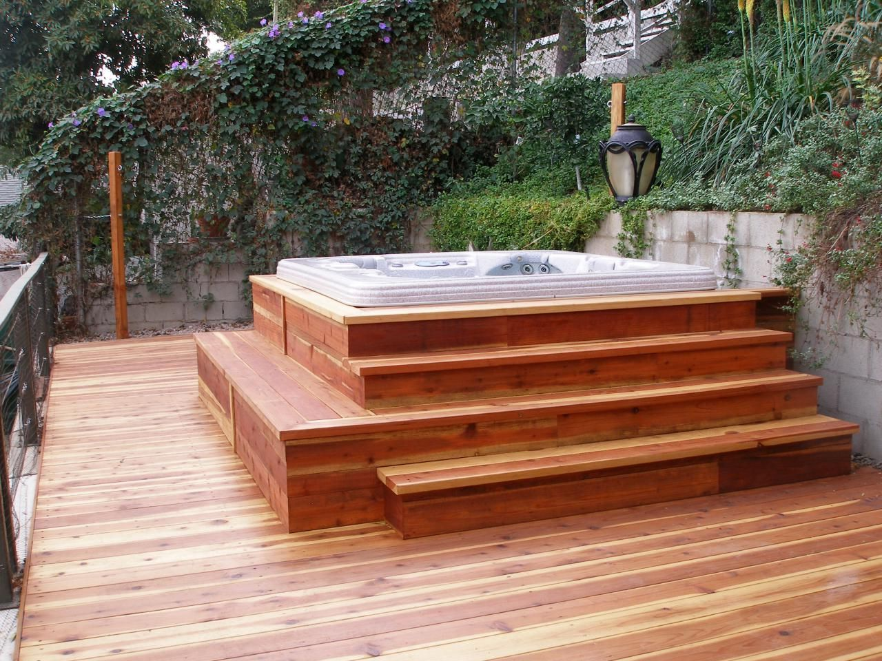 Outdoor backyard deck designs with hot tub ideas for Spa deck design