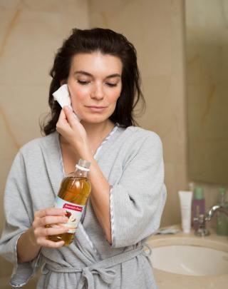 Use Apple Cider Vinegar As Toner. Plz Like And Share. #Beauty #Trusper #Tip