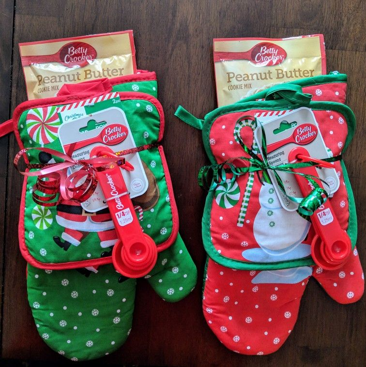 So Easy Christmas Gift Just A Dollar Each At Dollar Tree Oven Mitts And Cookie Mix Christmas Crafts For Gifts Pinterest Christmas Gifts Easy Christmas Gifts