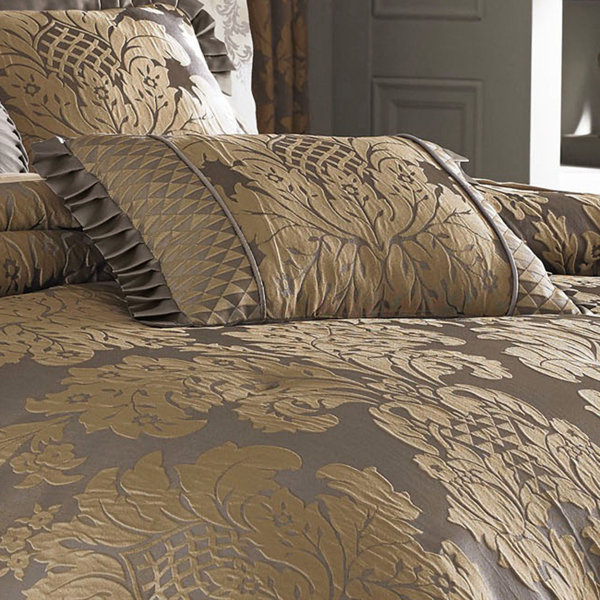 Melbourne Damask forter Bedding by J Queen New York