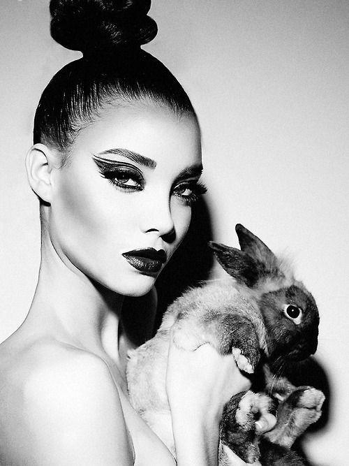 Photo (NAIMA BARCELONA) | Black, white makeup, White ...