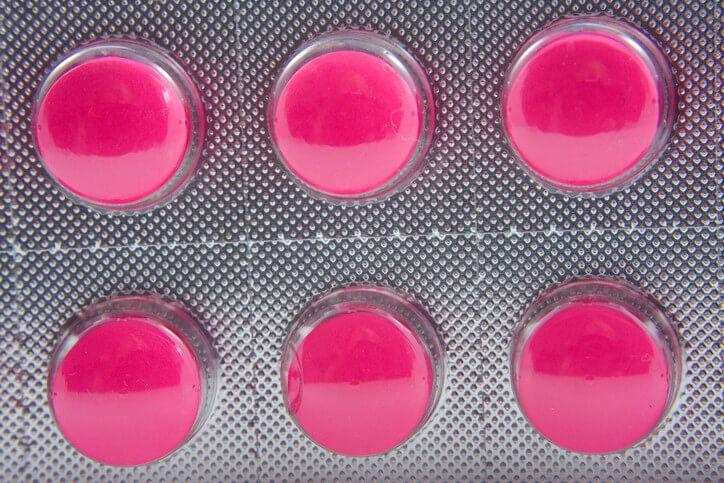 Nedávný článek publikovaný tiskovou agenturou Reuters odhalil zajímavá zjištění o lécích užívaných proto bolestem jako jsou diclofenac či ibuprofen (účinná látka v přípravku Ibalgin). Zjistil totiž, že uvedená léčiva zvyšují riziko srdečního infarktu ve stejné míře jako léky, které byly v minulosti staženy z trhu kvůli jejich vysokým rizikům. Jeden z takto stažených léků, Vioxx, …