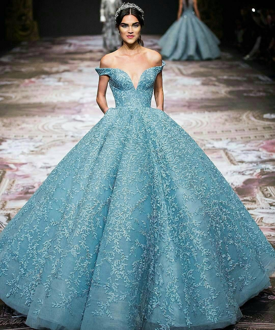 Inspired gown from @michael5inco http://gelinshop.com/ipost ...