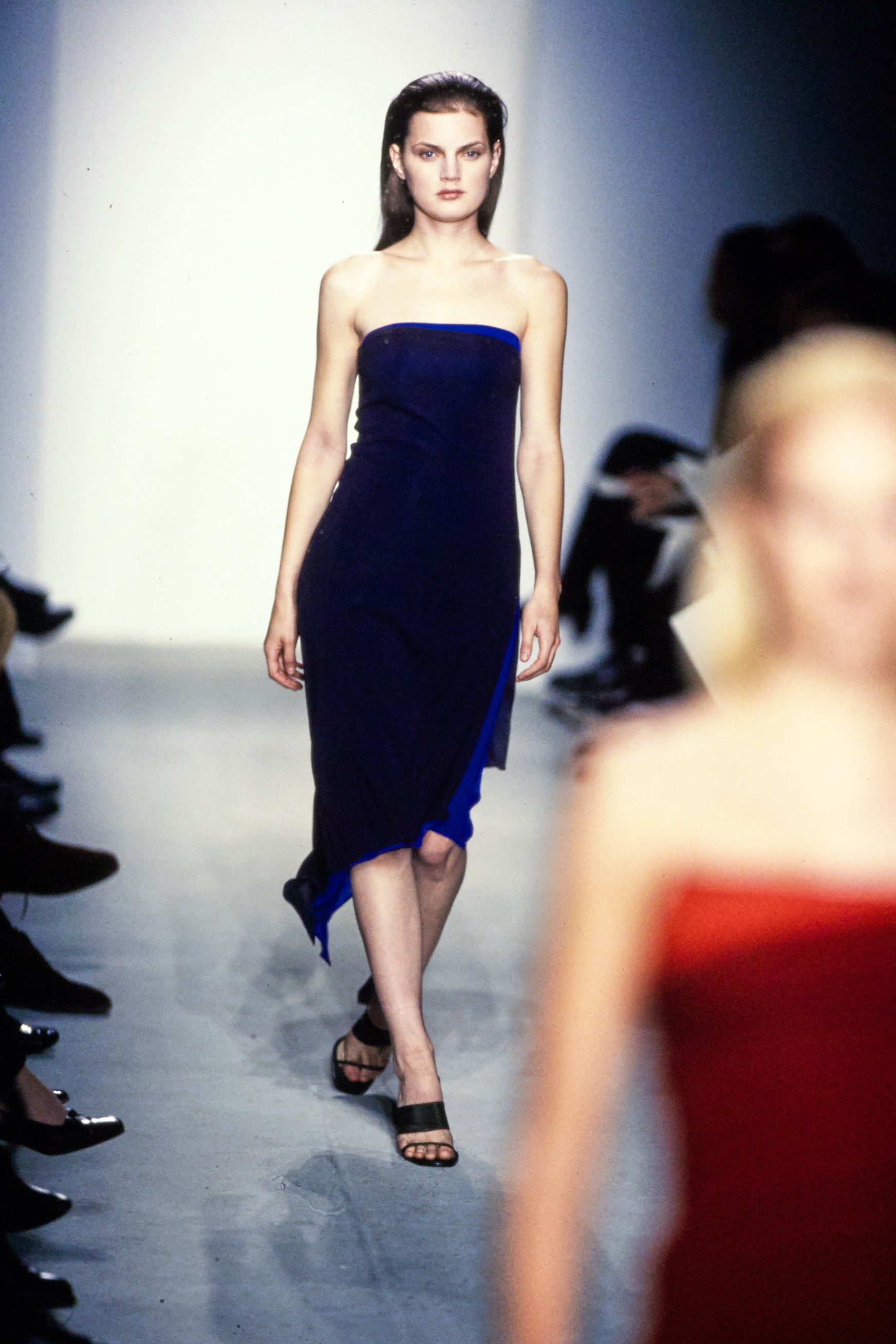 Calvin Klein Collection Spring 1997 Ready-to-Wear Fashion Show - Guinevere Van Seenus