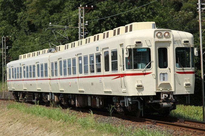 京王時代の塗装に復元された2100系 鉄道 私鉄 電車
