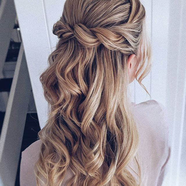 34 Beautiful Updos Half Open Updos Half Open Will Never Go Out Of Style This Is One Of The Most Popular Ha In 2020 Hochsteckfrisur Frisur Braut Frisur Hochgesteckt