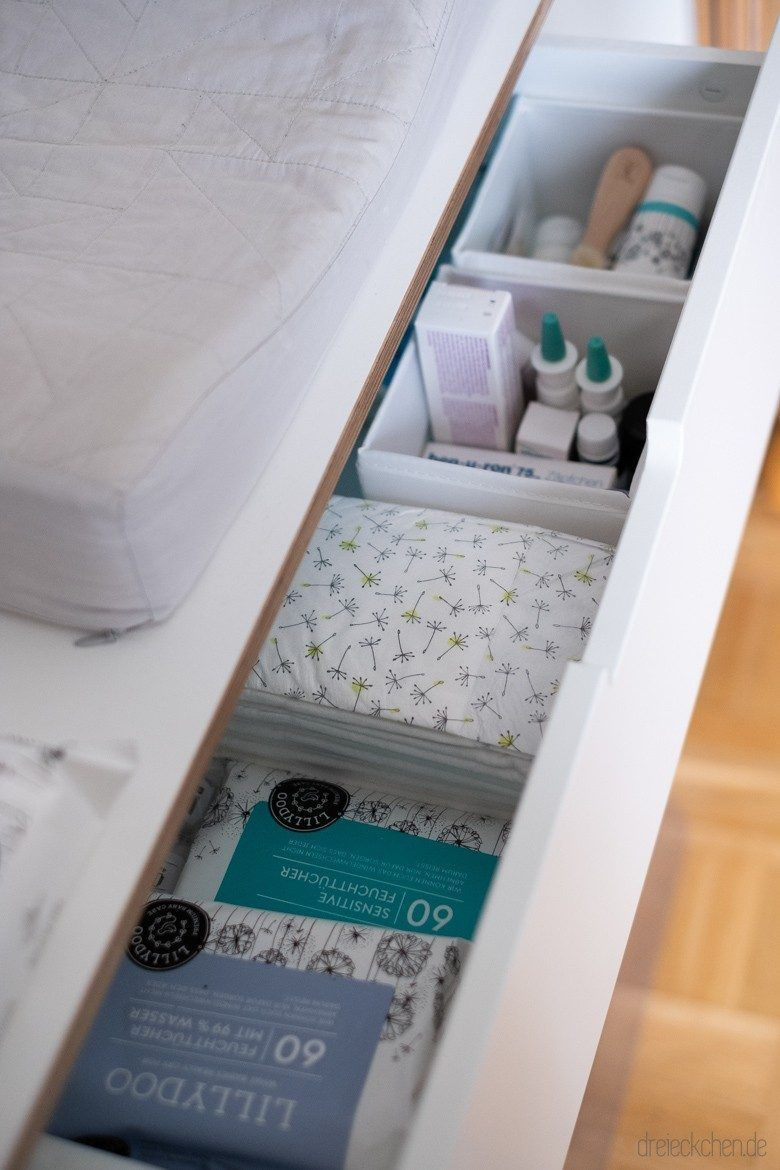 Set Up The Changing Table Practical Tidy And Space Saving Triangle Lifestyle Blog Dr In 2020 Wickelkommode Wickeltisch Kommode Organisieren