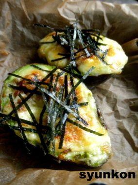 【簡単!!カフェごはん】アボカドの肉みそチーズ焼き|レシピブログ