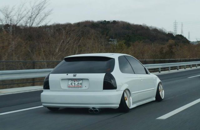 Lowered civic hatch