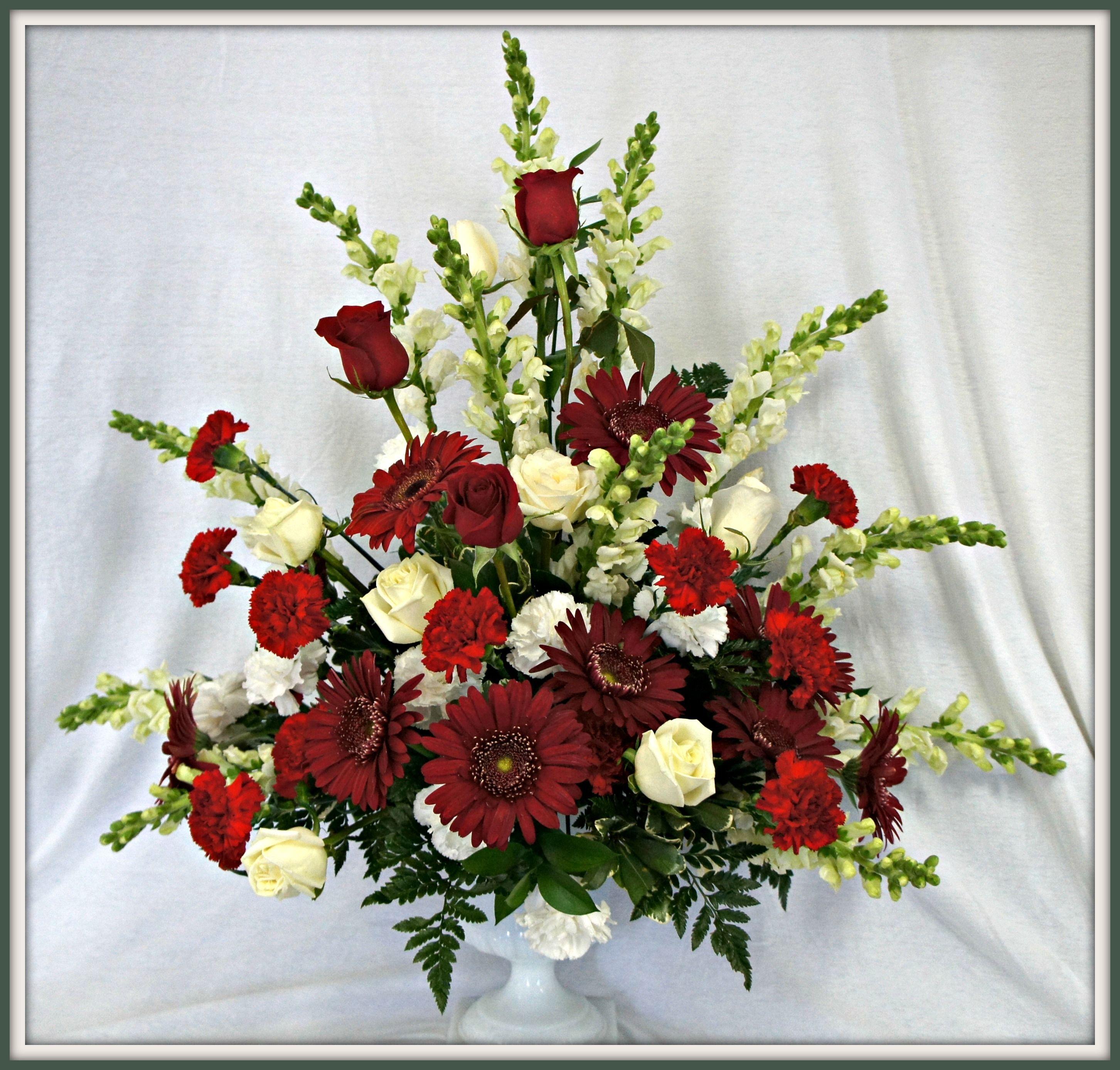 Beautiful Flower Arrangements For Weddings: Beautiful Red And White Pedestal Arrangement