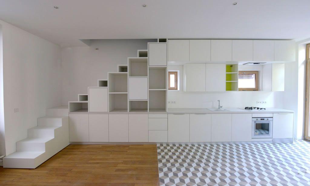 Aménagement du0027un placard sous escalier et du0027une cuisine en - Amenagement Cuisine En U