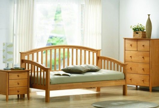 Best Joseph Maple Day Bed Is A Remarkably Elegant Wooden 640 x 480