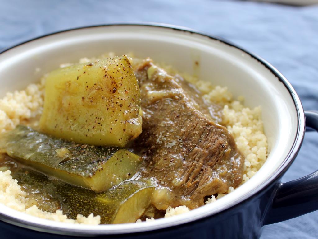 Tajine mit Rindfleisch, Zucchini und Thymian