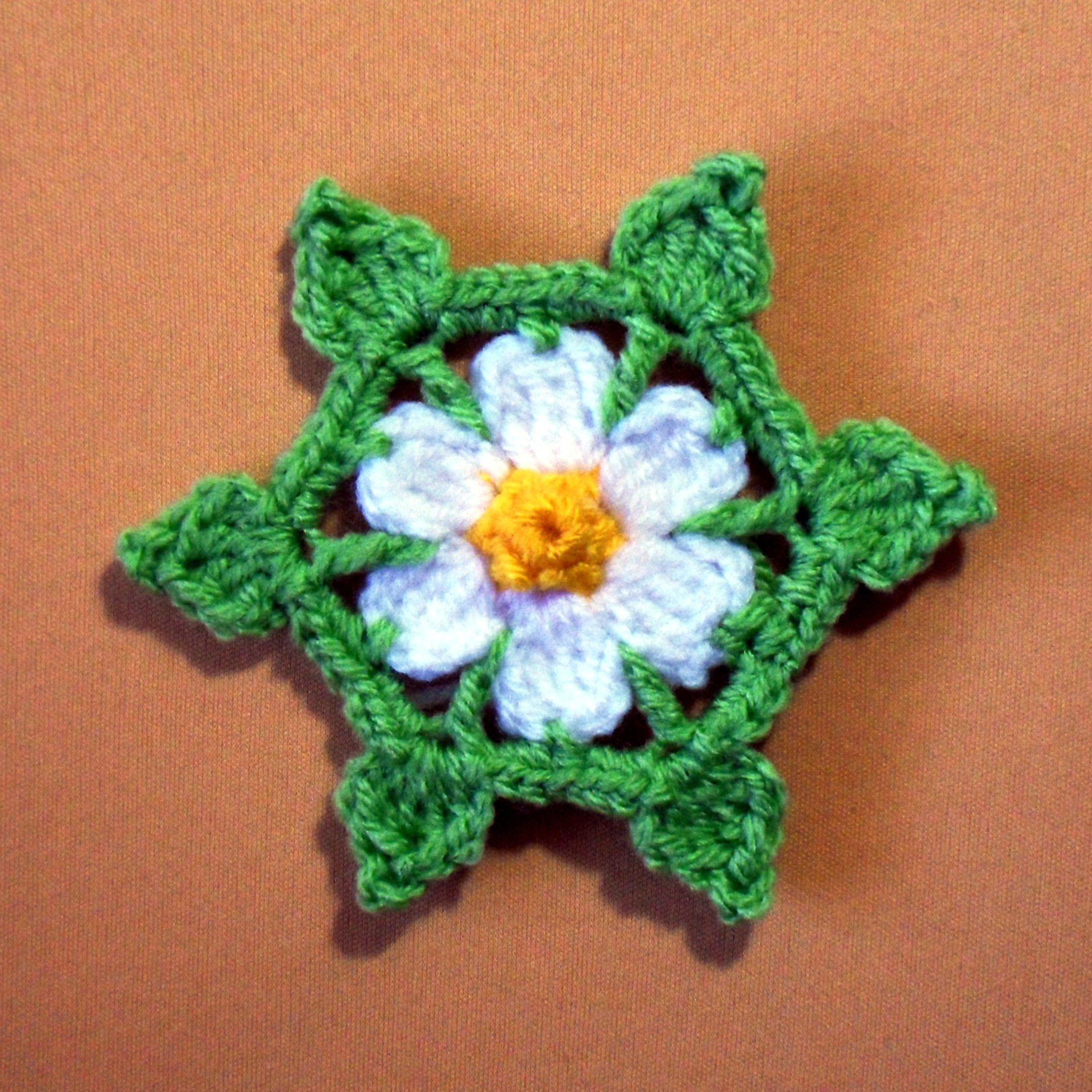 Daisy Star Pattern by danielasneedleart.wordpress.com (plus lots of other cute patterns on her site)