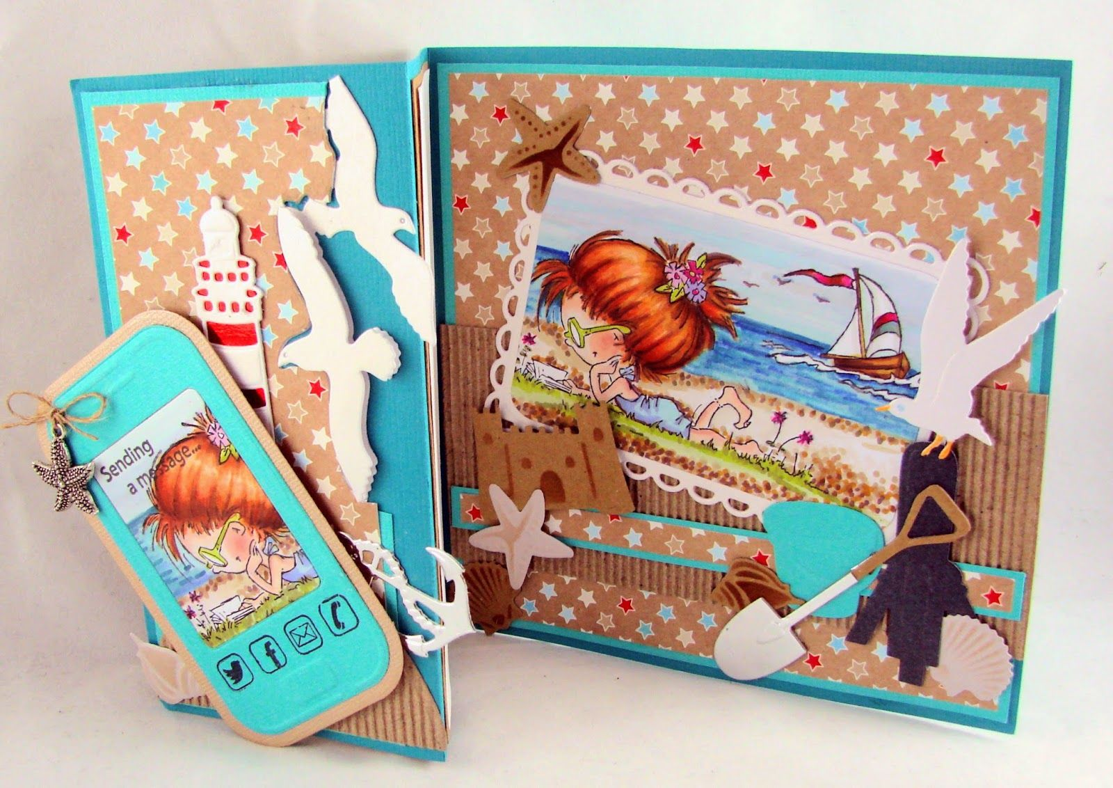 Card by DT member Gudrun with Daisy Getting a Tan (DDS3320) and among others Collectables Smart Phone (COL1359), Craftables Tiny's Folding dies Seagulls (CR1277), Tiny's Sand Castle Set (CR1278) and Tiny's Ocean Set (CR1279) by Marianne Design