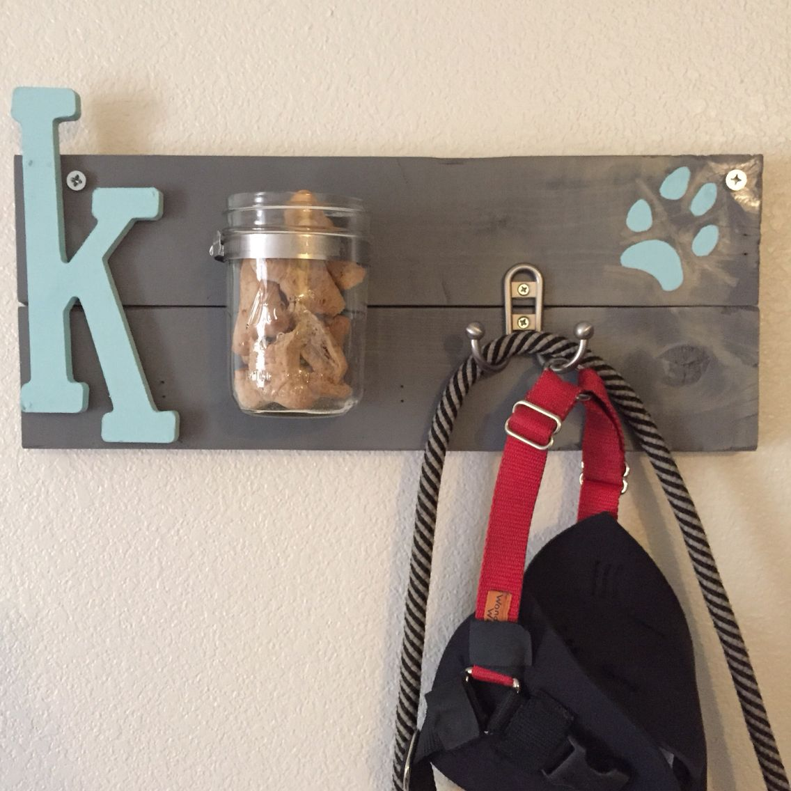 Crafts For Dog Lovers: Treat & Leash Holder. I Usually Don't Pin My Own DIYs, But