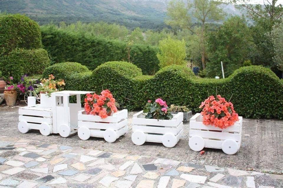 fabriquer un train fleurit en palette brico d co pinterest palette fleuri et garniture. Black Bedroom Furniture Sets. Home Design Ideas