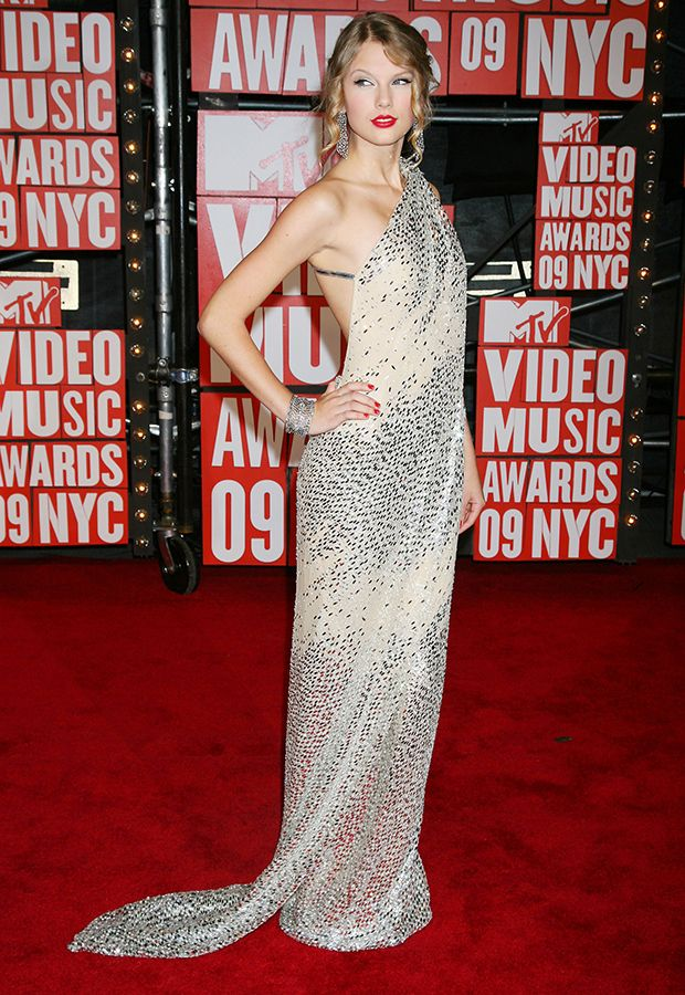 The Red Carpet Evolution Of Taylor Swift   Taylor swift