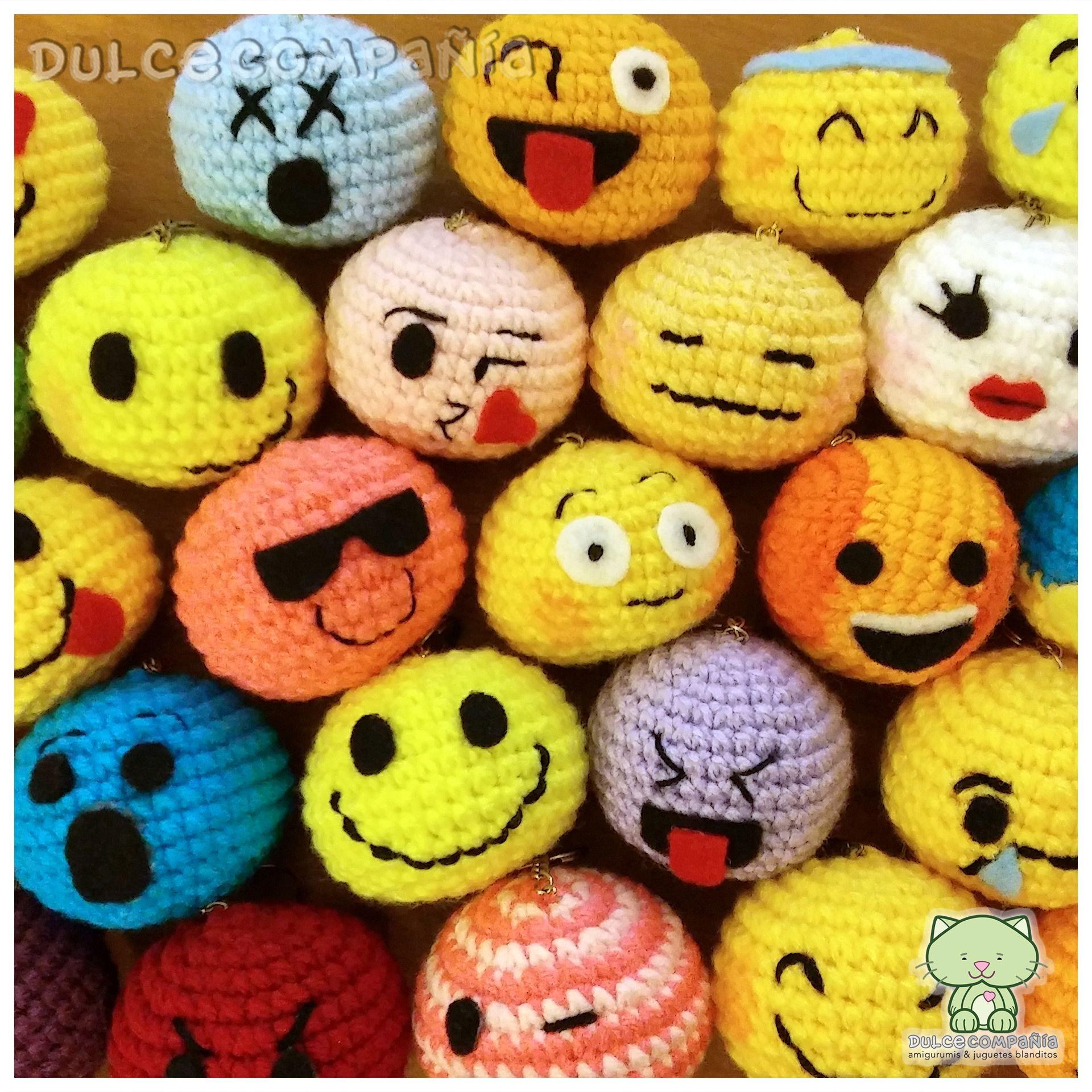 souvenir #emoji #emoticon #keychain #llavero #amigurumi #crochet ...