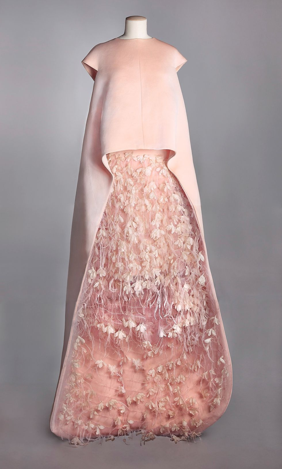 Desempolvar la alta costura | Pinterest | Vestido de tafetán, Pluma ...