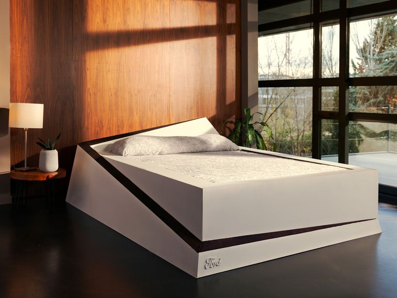 Ford S Smart Bed Rolls Selfish Sleepers Back To Their Own Side Smart Bed Bed Design Mattress