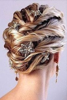 Trendy and classic wedding updo with beautiful hair clips. From /weddinghairstylegallery.com a few too many hair clips for my personal taste but pretty hair