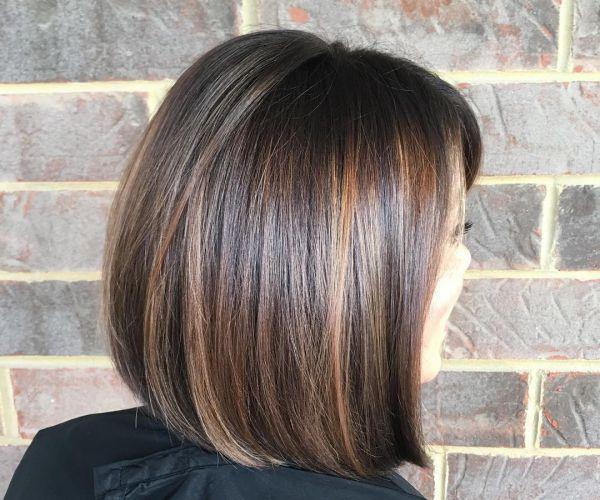 Hellen strähnen kurze dunkle haare mit Die 50
