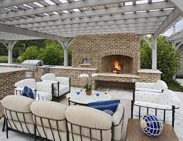 terrasse mit berdachung aus holz outdoor kamin gemauert mit ziegeln gem tlicher sitzbereich. Black Bedroom Furniture Sets. Home Design Ideas