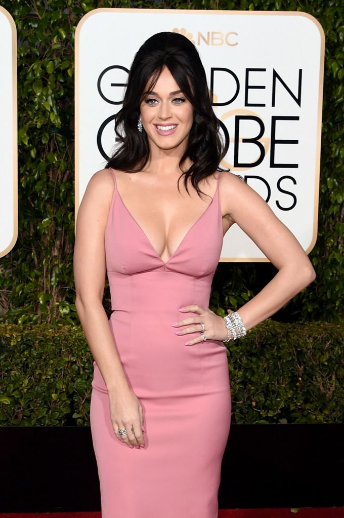BIG TITTY LOVERS: KATY PERRY AND HER GOLDEN GLOBES