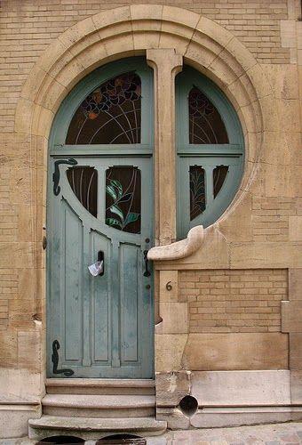 Porte Art Nouveau avec vitraux Quelle forme étrange Si vous avez