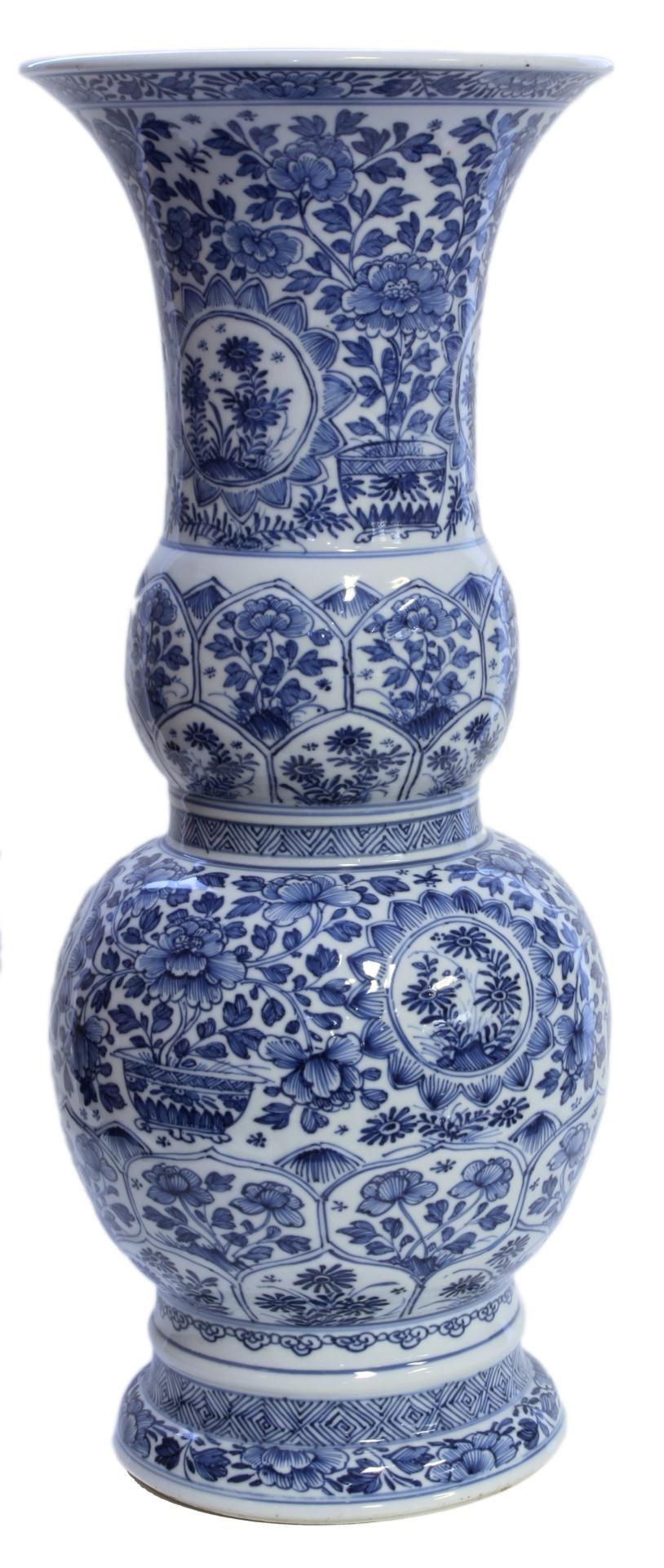 Chinese blue white kangxi period porcelain vase blue white chinese hand painted blue and white vase vase depicting flowers throughout with stylized lotus blossom leaf designs reviewsmspy