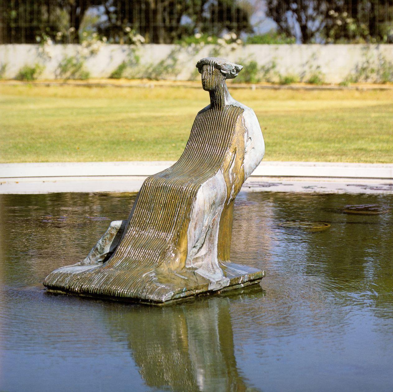 DONNA RIGATA E ACQUA, 1994 di VANGI GIULIANO  tuttotondo in bronzo cm.135x105x110  Collocazione: The Vangi Sculpture Museum, Mishima JPN