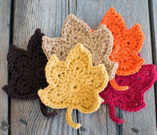 Fall Leaves Free Crochet Pattern   flowers   Pinterest   Mantelería ...