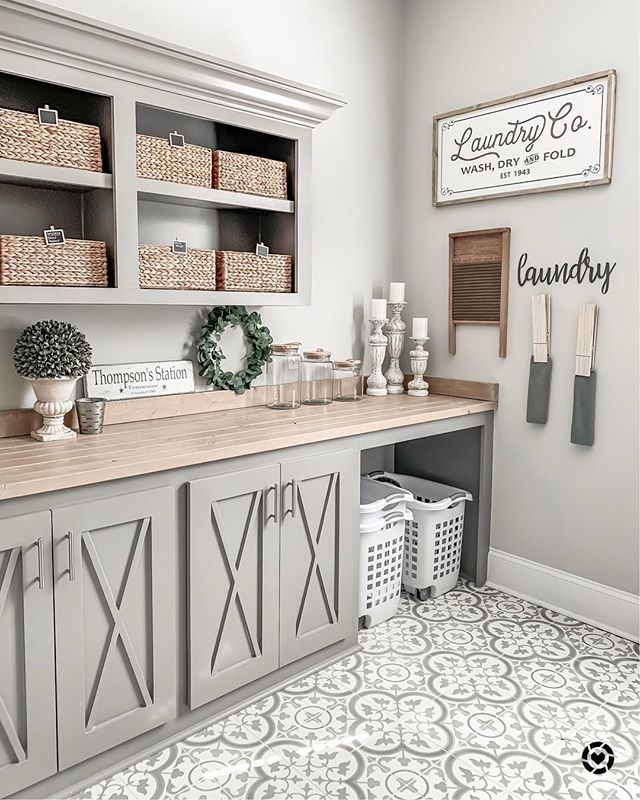 Ok, I'm trying to decide on a color to paint my kitchen and I stumbled upon this fabulous modern farmhouse laundry room by Jamie… #laundryrooms
