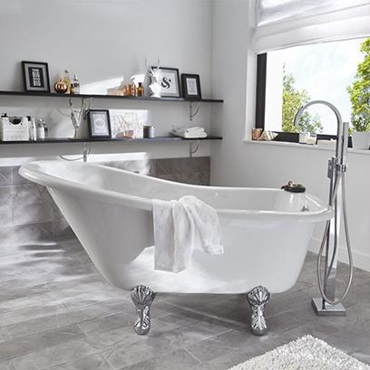 Une Salle De Bain Avec Baignoire A Pattes De Lion Un Atout Chic Et Retro Shabby Chic Bathroom French Bathroom Bathroom