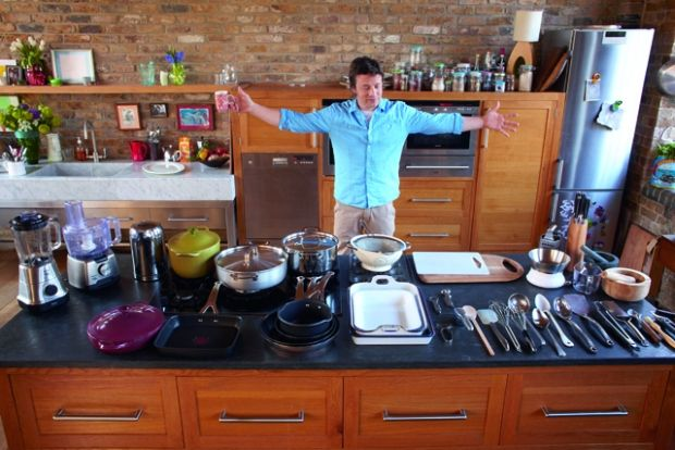 FAMOUS KITCHENS – Get the Look: Jamie Oliver – TV Chefs Edition ...