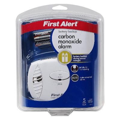 First Alert Plug In Carbon Monoxide Alarm With Battery Backup Carbon Monoxide Alarms Plugs