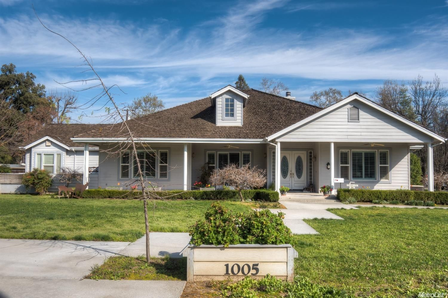 $835000 - 1005 Mc Kinley Ave Woodland CA 95695 Prepare to be impressed! Quality and attention to detail every where you look in this exquisite custom home  built in 2000. Expansive spaces make this home so liveable!  All the 'bells and whistles' 3 bedrooms PLUS large office. Huge lot (over 1/2 acre)  with fabulous swimming pool/spa and plenty of room to garden and enjoy life!  Shown by appointment only. Give me a call for your personal tour of this exceptional property in one of Woodland…