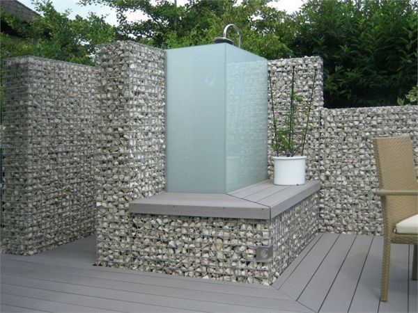 douche exterieur en gabions muret et massif en gabions. Black Bedroom Furniture Sets. Home Design Ideas