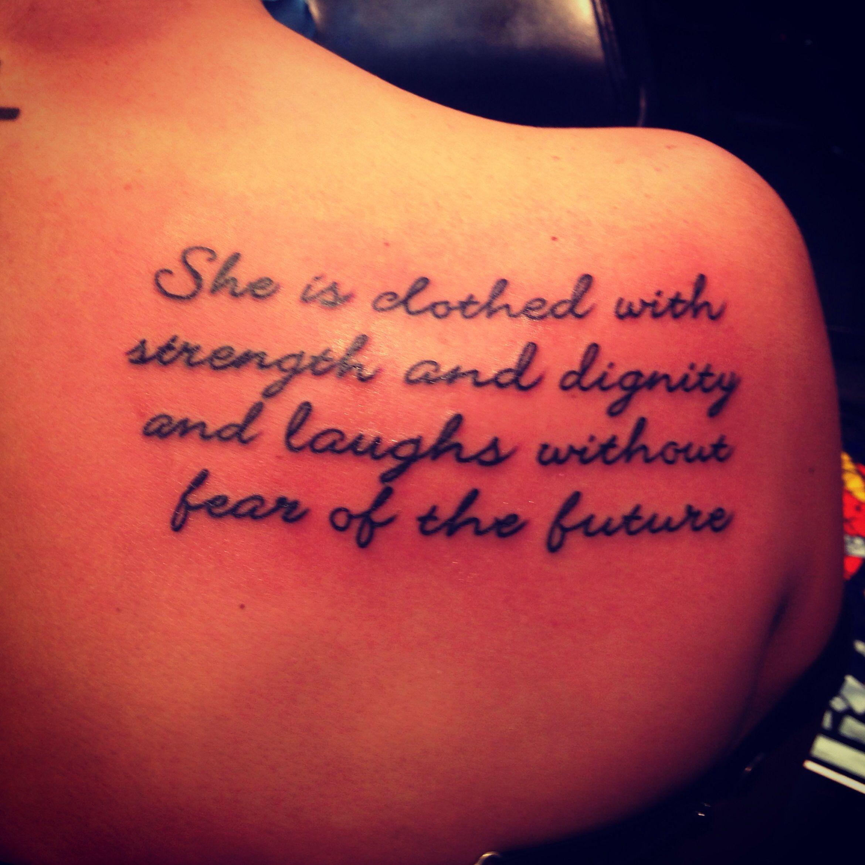 """Rib Tattoo She Is Clothed In Strength And Dignity: """"Ela Está Vestida Com Força E Dignidade E Ri Sem Medo Do"""