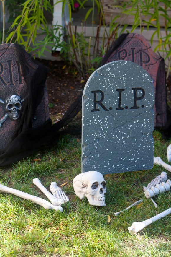 The Easiest Scariest Halloween Decorations CatchMyParty #ad - cheap scary halloween decorations