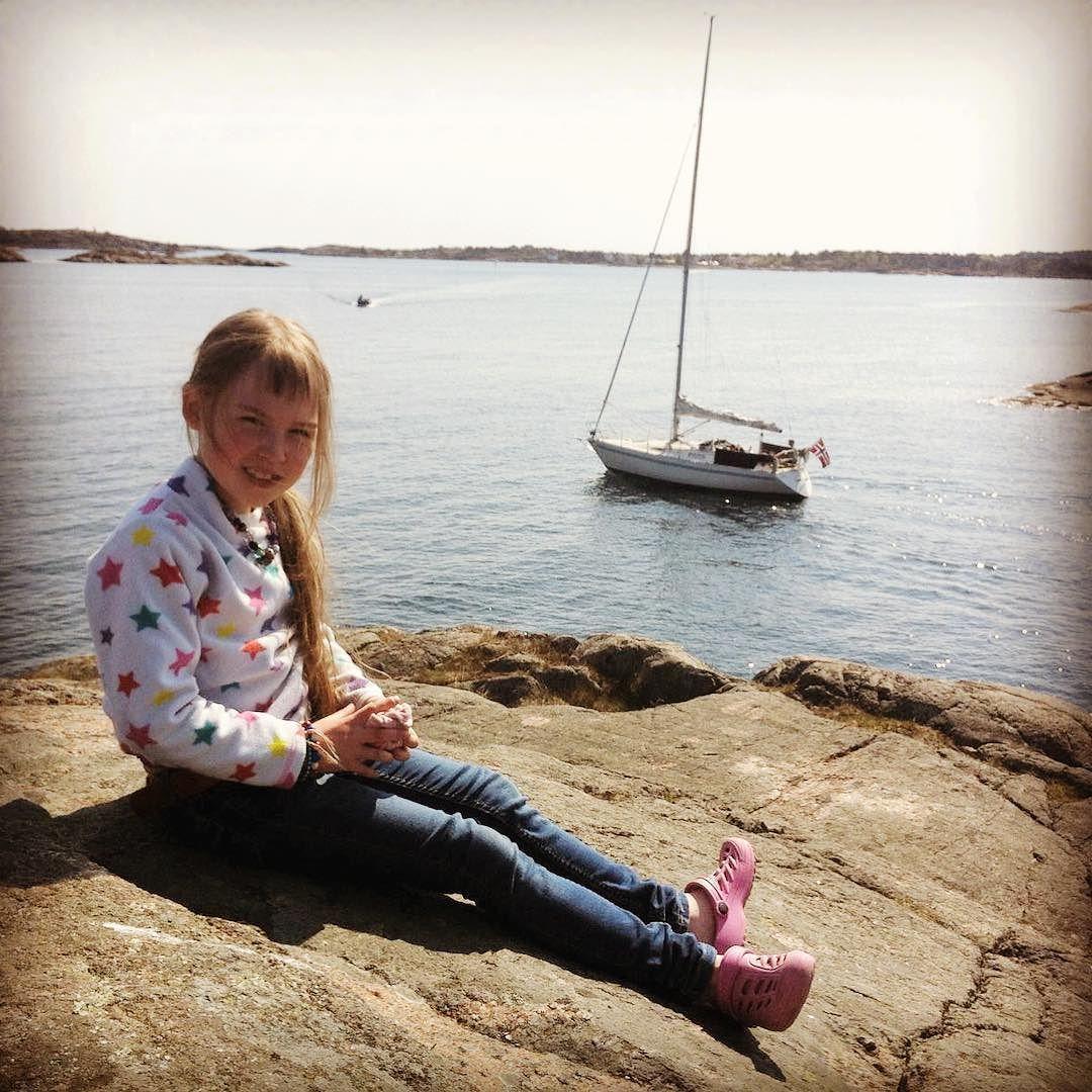 Sommer på Gjeving!  @aaserosas  @sorlivet @visitsorlandet @visitnorway #gjeving #risøya #sørlandet #visitnorway #visitsørlandet #tvedestrand #sommer #seilbåt #sun #iphonepic #sailboat #norway by karenpaatur