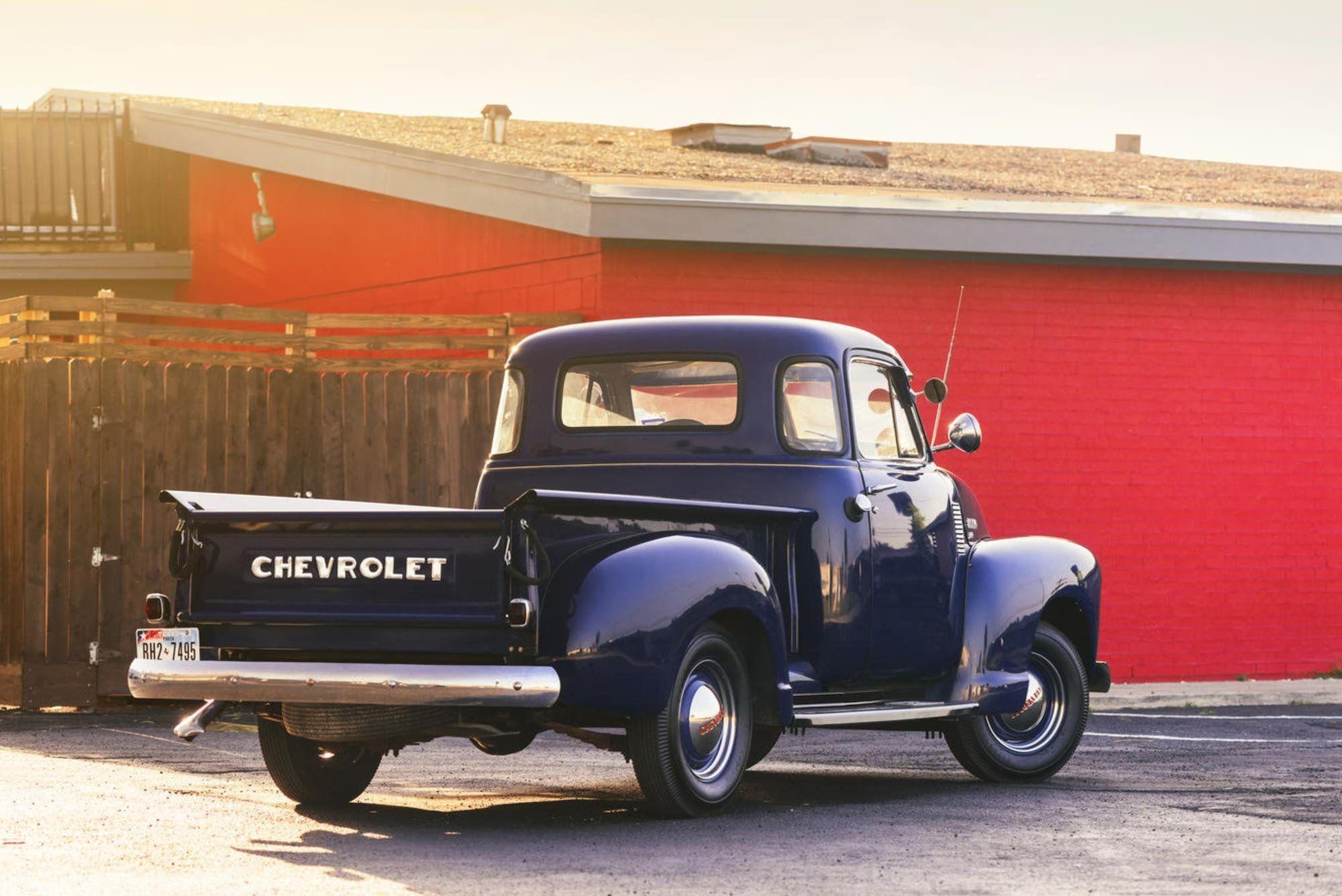 1951 Chevrolet 3100 Pickup Retro Wallpaper 2000x1336 484072 Wallpaperup Pickup Trucks American Pickup Trucks Chevy Trucks