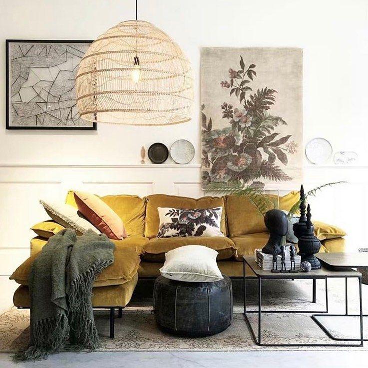 Elle Decoration France On Instagram Coup De Coeur Pour Ce Salon Chic Et Cosy Luminaire Xxl Lounge Chairs Living Room Living Room Lounge Popular Living Room
