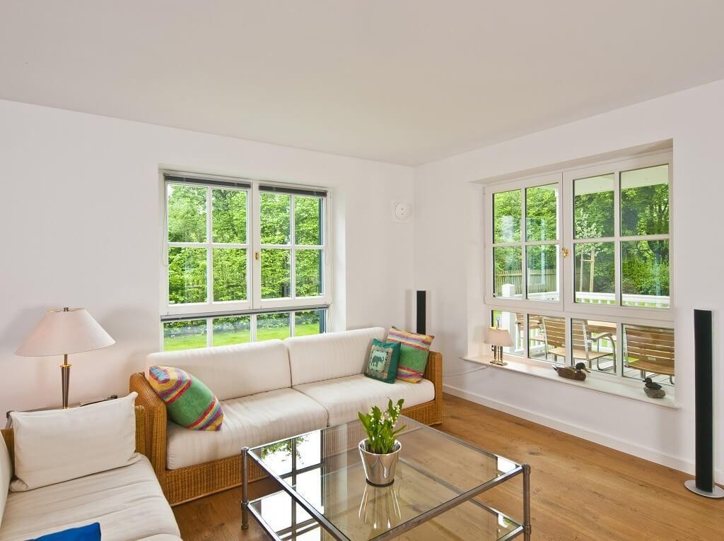 Wohnzimmer Einrichtung im Landhaus Steinhauser von Baufritz - kuche wohnzimmer offen modern