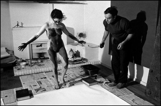 Yves Klein Directing A Model In Body Art Painting 1961 C Rene Burri C Magnum Photos Yves Klein Photographer Portfolio Old Photography