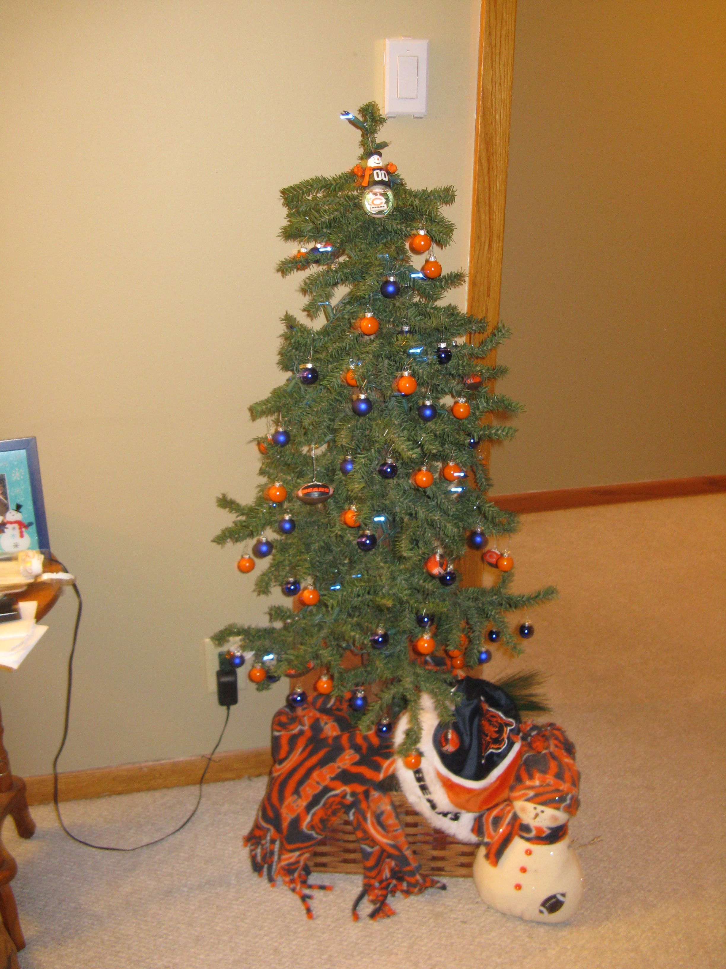Our Chicago Bears Christmas Tree. We found our blue ornaments at ...